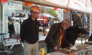 Van links naar rechts: Ashley Krishnasing als de Leeuw, Rob Boss en Pascal Losekoot.