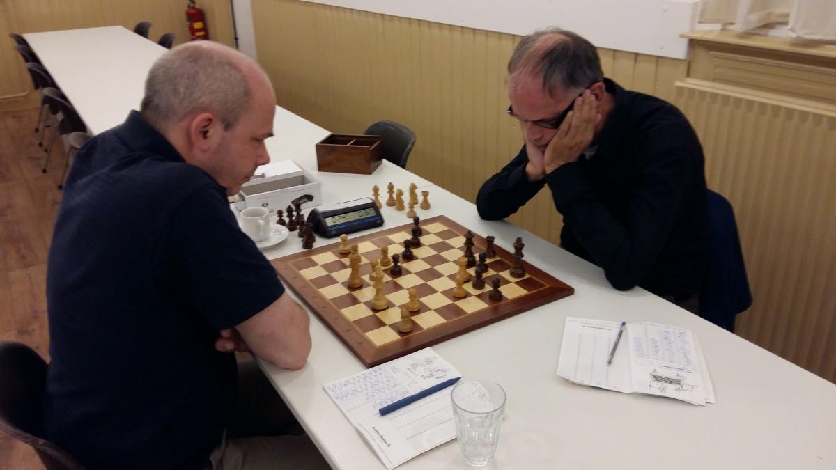 Rustig maar strijdlustig begin schaakcompetitie