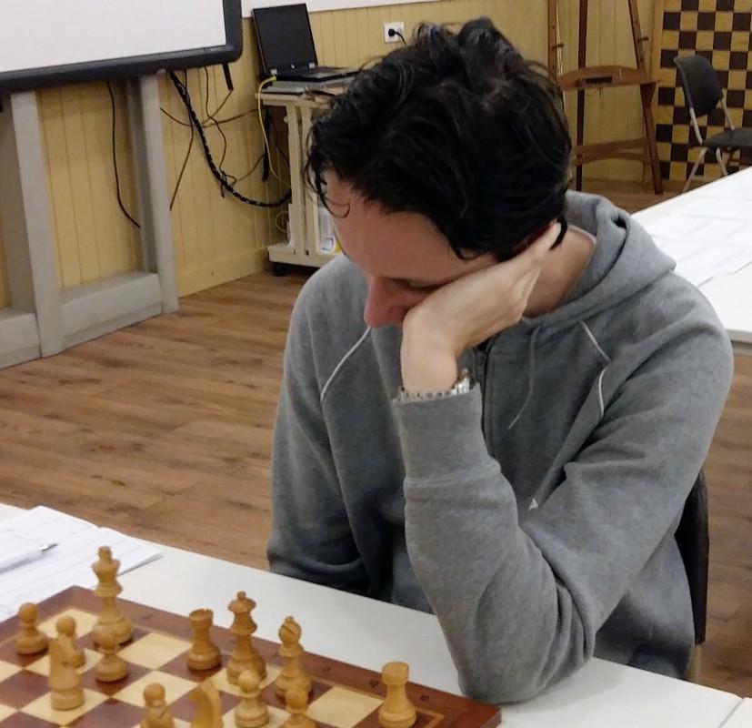 Knight blijft aan kop schaakcompetitie