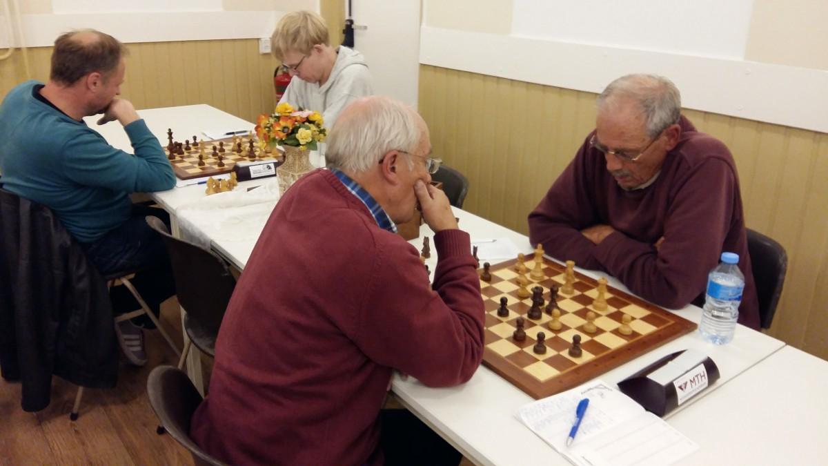 Late starters en foutenfestival in schaakcompetitie