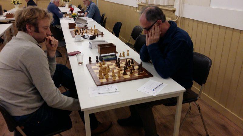 Thur Breukers (r) was de gelukkigste van deze twee schakers.