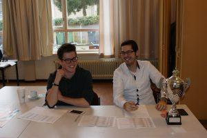 Kasper Wiegers (links) zorgde voor de indeling, Yme Brantjes deed de inschrijvingen.