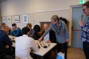 Petra Overbeek opent het toernooi