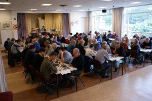 De grote zaal van het Brandpunt - waar de Baarnse Schaakvereniging vele jaren speelde en ook Jan Overbeek veel toernooien organiseerde.