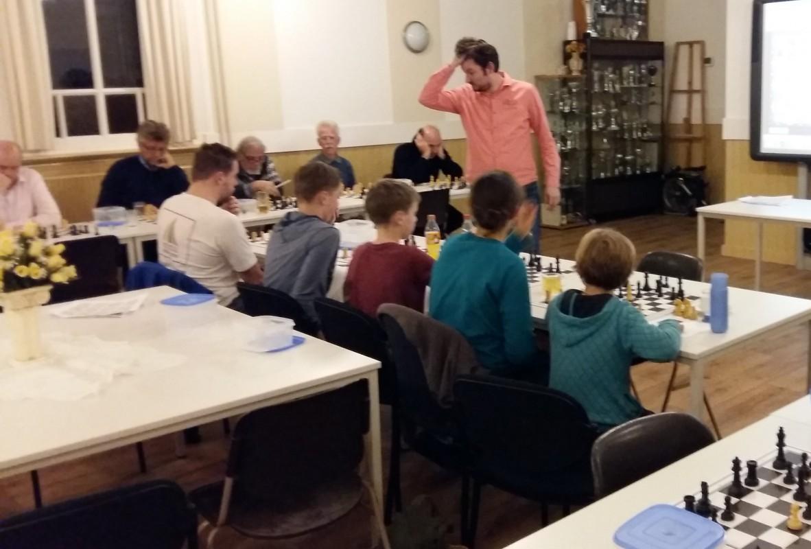 Inspirerende thema-avond door schaaktrainer Pascal Losekoot