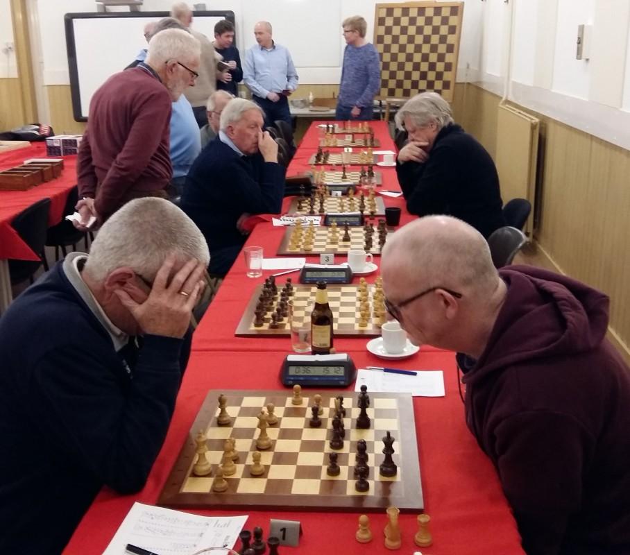 Baarnse schakers verslaan Ons Genoegen