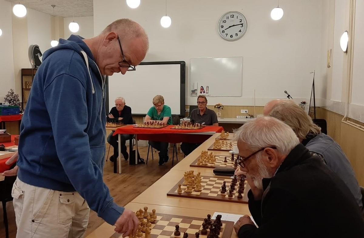 Zware schaaksimultaan clubkampioen Baarn